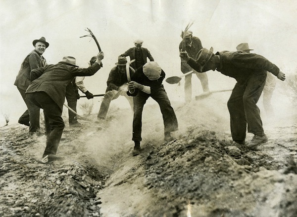 Untitled [Invasion of mice repelled by government forces, Kern County, California], 1927, photographer unknown