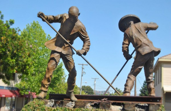 chinese-railroad-workers-600x389