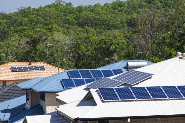 Pincetl-building-efficiency-solar-panels-600x400