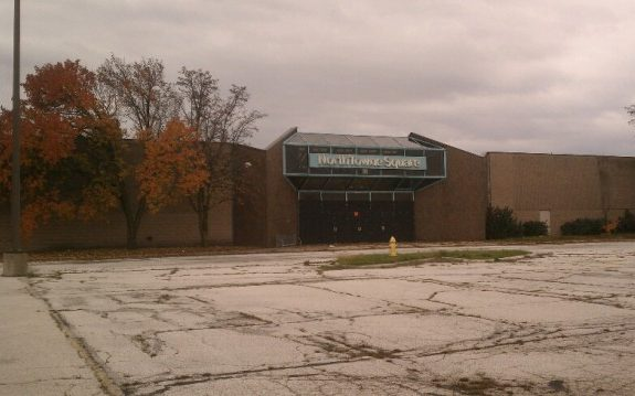 America's Dead Malls Hold Eerie Memories of a Disappearing Middle Class