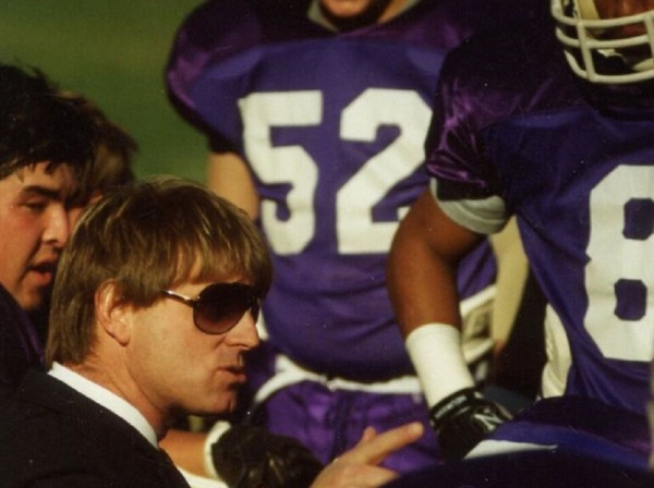 hal-mumme-coaching-on-the-sidelines-by-kalen-henderson-courtesy-of-scribner_cropped